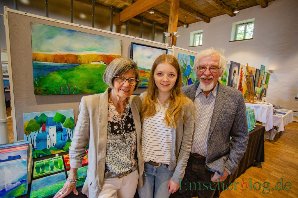 Die Organisatoren Monika und Klaus Pfauter, hier mit ihrer Enkelin Lena, haben den diesjährigen Malermarkt endgültig abgesagt. (Foto: P. Gräber - Emscherblog)