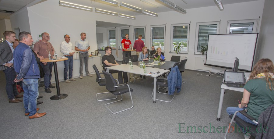 In der Nebenstelle des Rathauses im Eco Port hatte die Gemeinde zur Wahlparty geladen. (Foto: P. Gräber - Emscherblog)