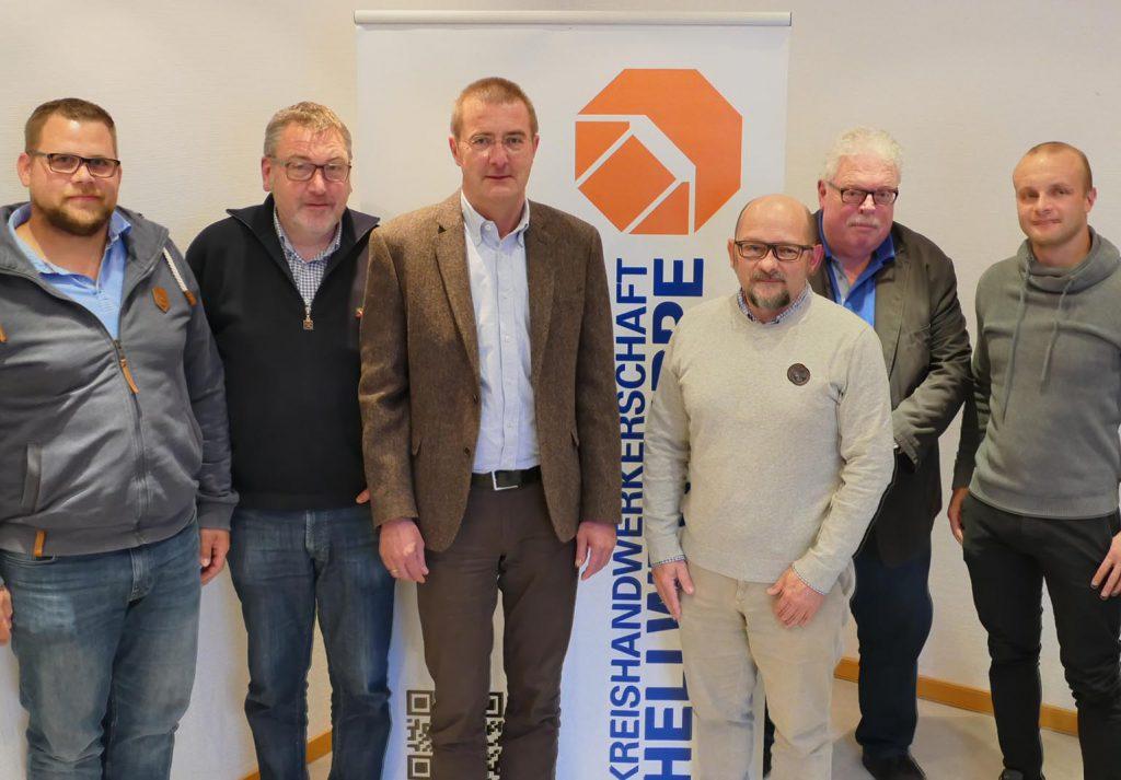 Das Bild zeigt den alten und neuen Vorstand der Baugewerbe-Innung: Obermeister Jens Baldauf (Fa. Wolf GmbH & Co. KG, Unna), die beiden Stellvertretenden Obermeister Hans-Joachim Olschewski (Kamen) und Marek, Thomas Szczepaniak (Hamm), der Lehrlingswart Karlheinz Wiggermann (Kamen) sowie als Beisitzer Franz-Josef Dudenhausen (Holzwickede) (Foto: privat)