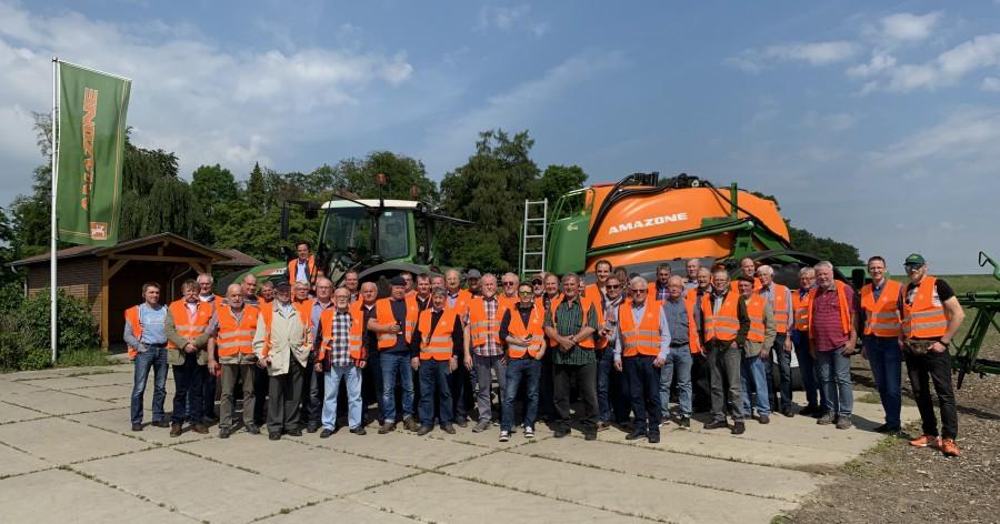 """Der """"Bauern-Ausflug"""" des Landwirtschaftlichen Ortsvereins Holzwickede führte die Landwirte in die Region Hasbergen zum Landmaschinenhersteller Amazone  (Foto: privat)"""
