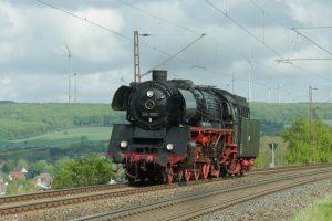 Die Bielefelder Eisenbahnfreunde unternehmen heute mit der Dampfschnellzuglok 03 1010 (Foto) eine Sonderfahrt mit Tankstopp in Holzwickede. (Foto: Bielefelder Eisenbahnfreunde)