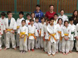 Nach der erfolgreich absolvierten Gürtelprüfung dürfen die jungen Judokas ihre neuen Gürtelfarben tragen. (Foto: privat)
