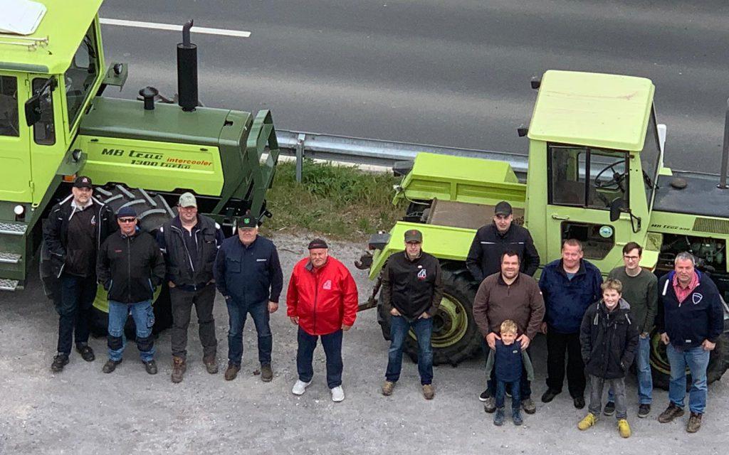 Zum Auftakt der Schleppersaison trafen sich die Schlüter und Schlepperfreunde am 1. Mai in Hengsen am Kellerkopf und auf der Wilhelmshöhe. (Foto: privat)