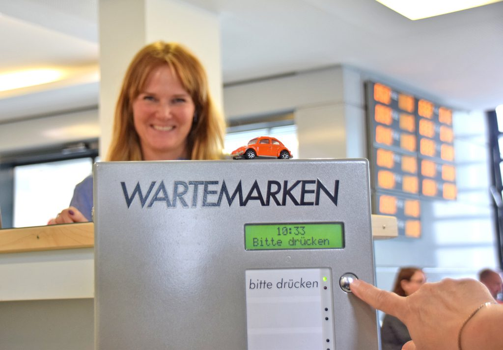 Wer keinen Termin im Bürgerbüro hat, bekommt Wartemarken ab Juni innerhalb festgelegter Zeitfenster. (Foto: Constanze Rauert)