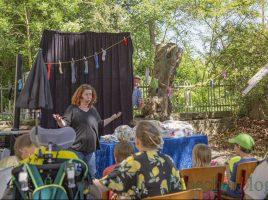 """Einer der Höhepunkte des Sommerfestes im Treffpunkt Villa: Das Sternschnuppentheater lüftete das Geheimnis um """"Fluse, das Sockenmonster"""". Foto: P. Gräber - Emscherblog)"""