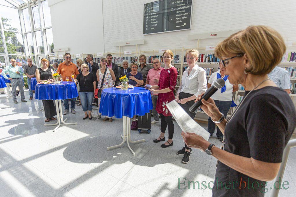 Holzwickedes stellvertretende Bürgermeisterin Monika Mölle eröffnete den offiziellen Festakt um 15 Uhr mit ein paar Grußworten. (Foto: P. Gräber - Emscherblog)