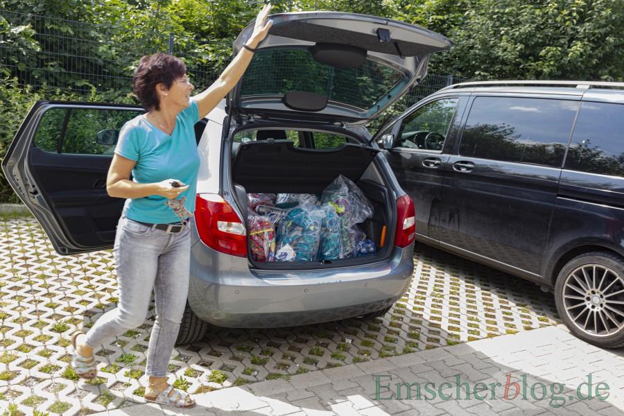 Ein Kofferraum voller Kinderglück: Die Ranzen werden vermutlich schon sehnsüchtig erwartet. (Foto: P. Gräber - Emscherblog)