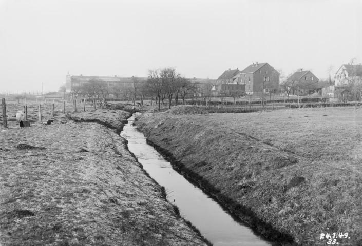 Der offene Verlauf der Emscher in Höhe Rausingen im Jahr 1949. (Quelle: Archiv Emschergenossenschaft)