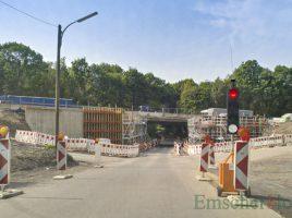 Die Holzwickeder Straße wird in Höhe der Brückenbaustelle ab kommenden Montag wieder für voraussichtlich zwei Wochen voll gesperrt. (Foto: P. Gräber - Emscherblog)