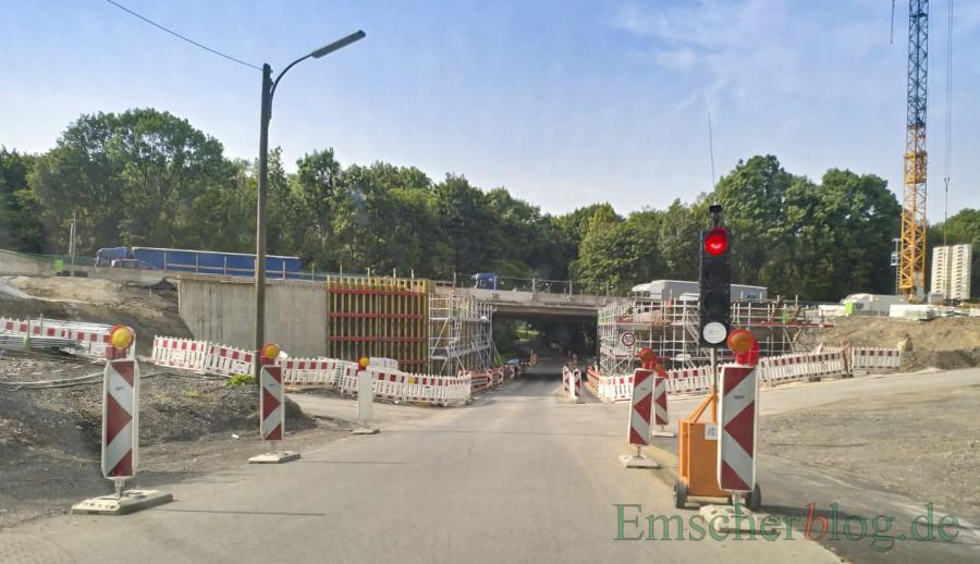 Die Holzwickeder Straße wird in Höhe der Brückenbaustelle ab kommenden Mittwoch wieder für voraussichtlich einen Tag voll gesperrt. (Foto: P. Gräber - Emscherblog)