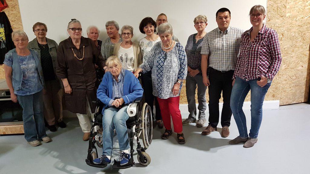 Nach 24 Jahren als Vorsitzende gibt Ursula Fehser (3.v.l.) dieses Amt auf. Trotz schwerer Krankheit ließ es sich auch Alt-Bürgermeisterin Margret Mader nicht nehmen, die langjährige Vorsitzende zu verabschieden. (Foto: privat)