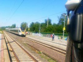 Nach dem Oberleitungsschaden und Stromausfall blieb die Bahnstrecke im Bahnhofsbereich bis zum frühen Sonntagmorgen in beiden Richtungen gesperrt. (Foto: privat)