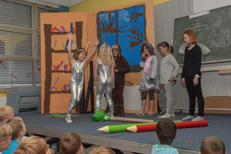 """""""Wie im Paradies"""" heißt das Stück, mit dem die Theater AG der Dudenrothschule Premiere feierte. (Foto: P. Gräber - Emscherblog)"""