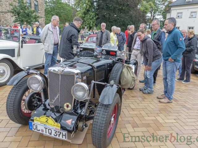 Das zweitälteste Fahrzeug im Feld, ein MG Open Tourer von 1937, stieß auf großes Interesse. (Foto: P. Gräber - Emscherblog)