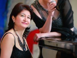 Präsentieren zur Ausstellung französische Klänge und populäre Balladen im Spiegelsaal: das Duo Tirzah Haase (r.) und Armine Ghuloyan (Foto: Tirzah Haase)