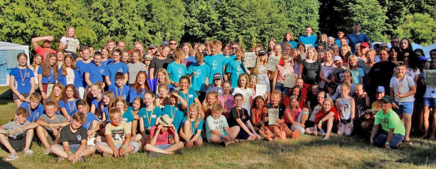 Die Teilnehmer des 25. Freundschaftswettkampfes der DLRG Orcas nach der Siegerehrung. (Foto: privat)
