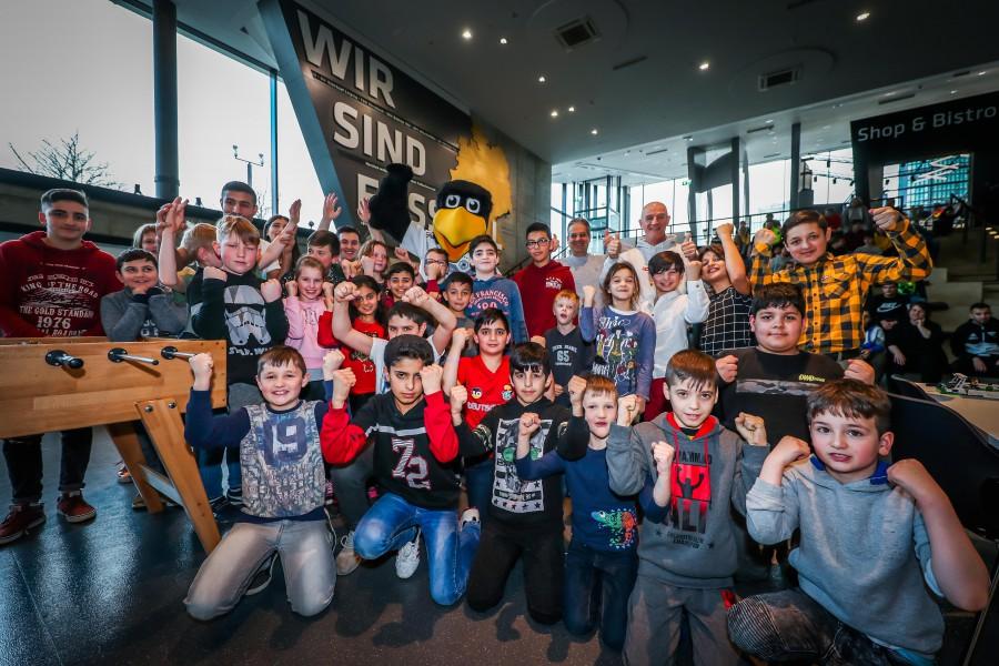 Für mdie Kinder immer ein tolles Erlebnis: ein besuch im Fußballmuseum in Dortmund oder Tagesauflüge zu anderen Attraktionen. (Foto: Kinderglück e.V.)