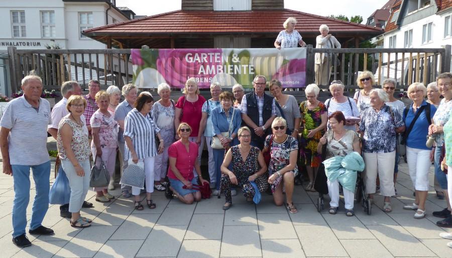 Einige Teilnehmer der Fahrt der HSC-Gesundheitssportabteilung in der Altstadt von Bad Salzuflen. (Foto: privat)
