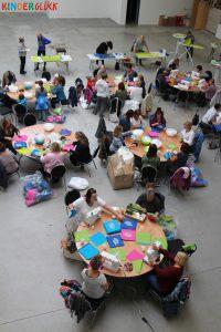 Nähparty der ehrenamtlichen Helfer in der Kinderglück-Halle. (Foto: Kinderglück e.V.)