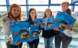 Stellten heute das neue Programm der VHS vor, v.l.: Rita Weißenberg (Leiterin VHS), Brigitte Schubert (Studienbereiche Gesundheit, Fitness, Ernährung) sowie Antje König-Krämer und Sina Rumpke (Fb IIb der Gemeinde). (Foto: P. Gräber - Emscherblog)