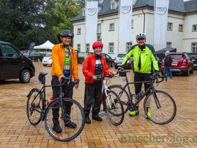 Hartgesotten und wetterfest gekleidet: Diese drei Teilnehmer des RSV Unna ließen sich die gute Laune durch den Regen nicht verderben. (Foto: P. Gräber - Emscherblog)