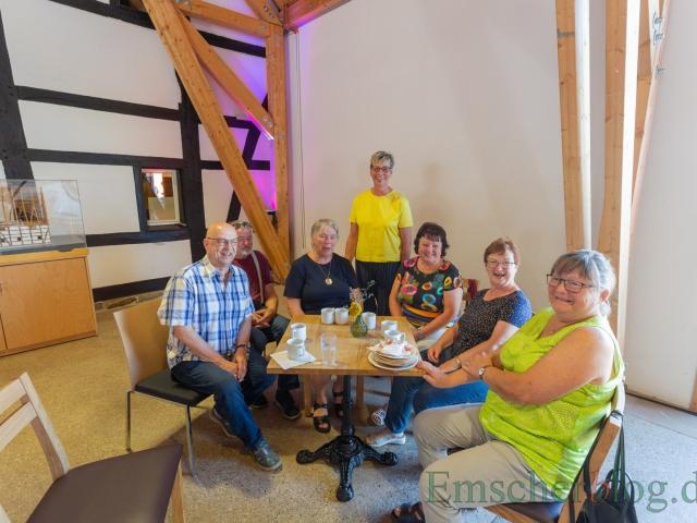 Bürgermeisterin Ulrike Drossel (stehend) konnte beim Emscher Food auch einige Gäste aus der Partnerstadt Colditz begrüßen. (Foto: P. Gräber - Emscherblog)
