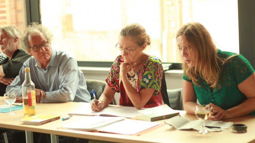 Die drei französischen Autoren Tatjana Arfel, Martine Silberstein und Jean-Paul Dekiss (v.r.) lesen im September im Rahmen eines deutsch-französischen Kulturaustausches im Spiegelsaal von haus Opherdicke. (Foto: Gerd Puls)