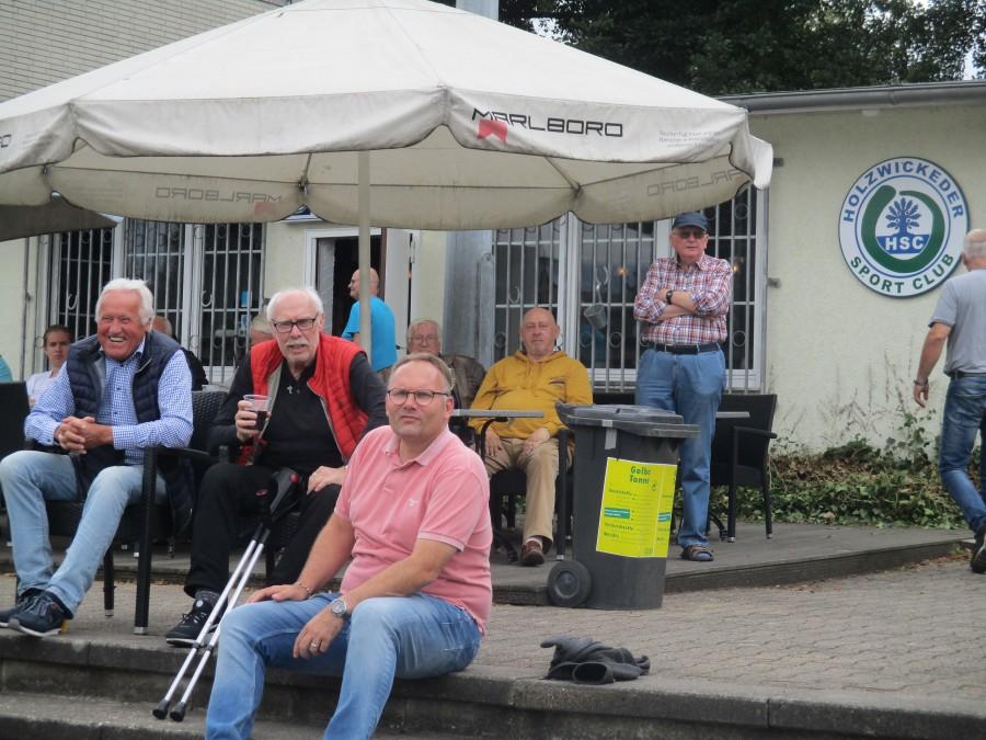 Die Besucher des HSC und Ballhauses im Montanhydraulik-Stadion können künftig die Heimspiele auf der Terrasse gut bedacht verfolgen. (Foto: privat)
