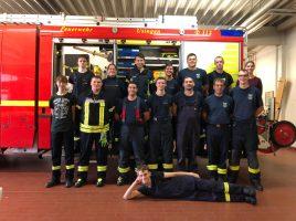 ruppenfoto mit Mitgliedern der Freiwilligen feuerwehren Holzwickede und Usingen nach der gemeinsamen Übung in Usingen. (Foto: privat)