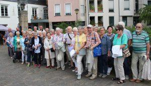 Das Foto zeigt die Teinehmer des Tagesausflugs nach Mühlheim kurz nach der Ankunft in Essen-Kettwig. (Foto: privat)