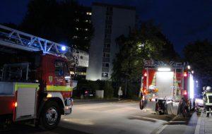 Beide Löschzüpge rückder Holzwickeder Feuerwehr rückten heute gegen 21 Uhr zu einem Mehrfamilienhaus Im Bruch aus: Fehlalarm. (Foto: F. Brockbals)
