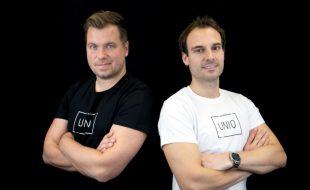 Nach sieben Jahren mit ihrem Unternehmen den Start-up-Schuhen entwachsen: die UNIQ-Gründer Daniel Marx (r.) und Daniel Krahn. (Foto: UNIQ GmbH)