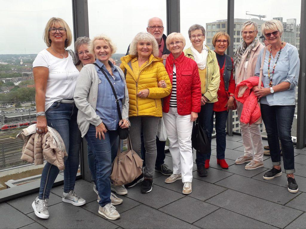 Gruppenfoto der Teilnehmer der HSC-Präventionsgruppe des HSC auf der Plattform des Dortmunder U. (Foto: privat)
