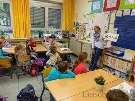 Zum Tag der offenen Tür konnten die Eltern heute in der Paul-Gerhardt-Schule auch den jahrgangsübergreifenden Unterricht der Eingangsstufe besuchen: hier den Englisch-Unterricht mit Lehrerin Christine Krämeri in der Klasse 1/2 der Wölfe. (Foto: P. Gräber - Emscherblog.de)
