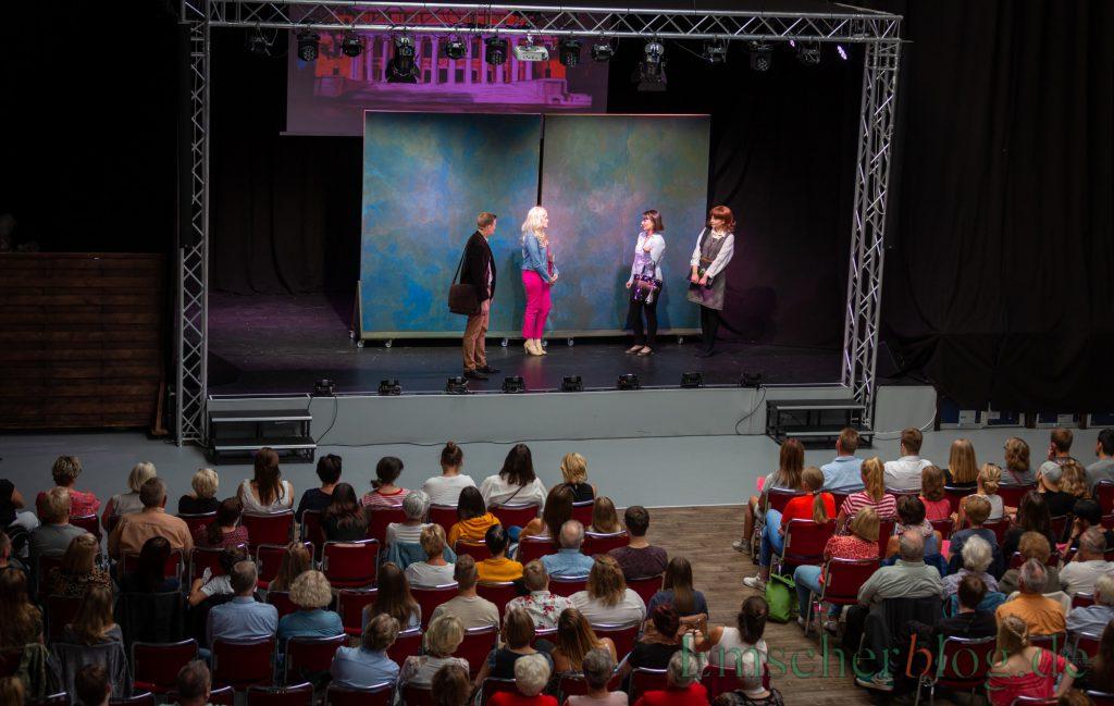 """Am Tag nach der Premiere waren immerhin 120 bis 150 Besucher in die Kinderhalle gekommen, um """"Natürlich blond"""" mitzuerleben. (Foto: P. Gräber - Emscherblog.de)"""