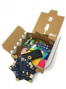 Mit den Calliope mini können Kinder ab der 3. Klasse erste kreative Erfahrungen mit digitaler Technik erleben. Foto: Jörn Alraun