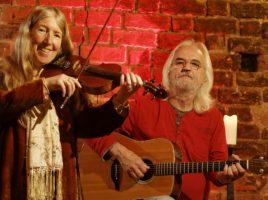 Die Celtic Cousins verzaubern mit keltischen Klängen auf Haus Opherdicke: Máire Breatnach (l.) und Matthias Kießling. (Foto: Celtic Cousins)