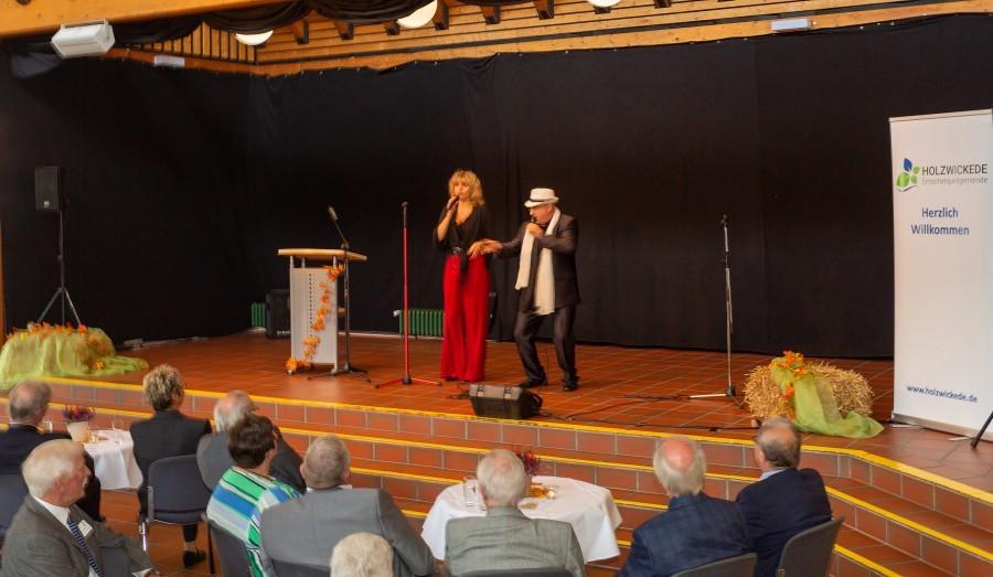 Das Holzwickeder Ehepaar Massimo Grande und Anna Estera sorgt für ungewöhnliche italienische Klänge beim Jahresempfang und bekam viel Beifall dafür. (Foto: P. Gräber - Emscherblog.de)