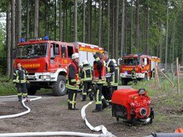 Bei einer Großübung im Arnsberger Wald sind auch Feuerwehrleute aus dem Kreis Unna dabei. (Foto: Dirk Behrens / Feuerwehr-Presseteam Kreis Soest)