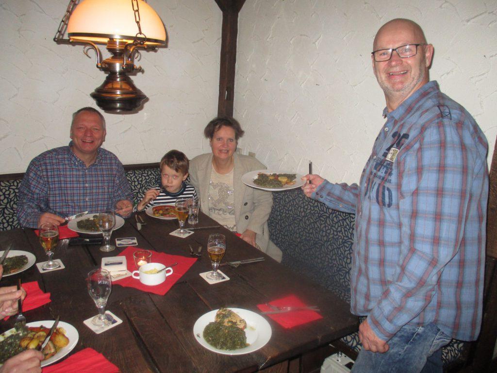 Es ist angerichtet. Ballhaus-Vereinswirt Torsten Potyka (r.) wird am 26. Oktober seine Gäste wieder kulinarisch verwöhnen. (Foto: privat)