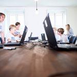 """Hacker School für Kinder und Jugendliche: """"Lass es Hühner regnen"""""""