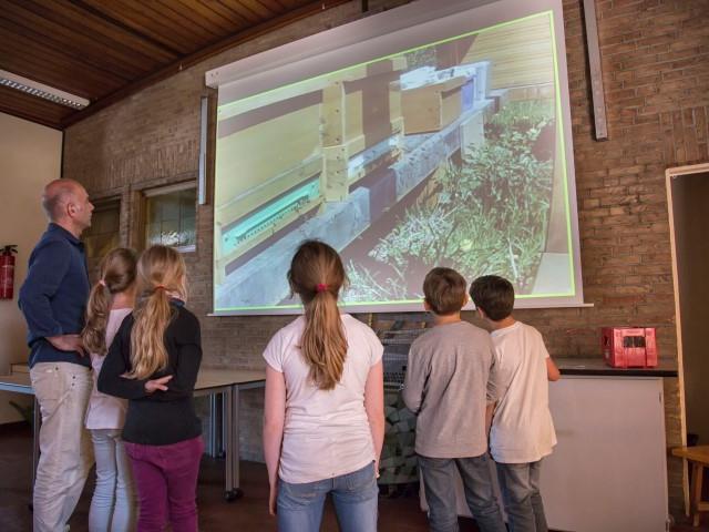 Die Paul-Gerhardt-Schule in Hengsen ist die einzige Grundschule im Kreis Unna, die eine eigene Schulimkerei betreibt. (Foto: P. Gräber - Emscherblog.de)