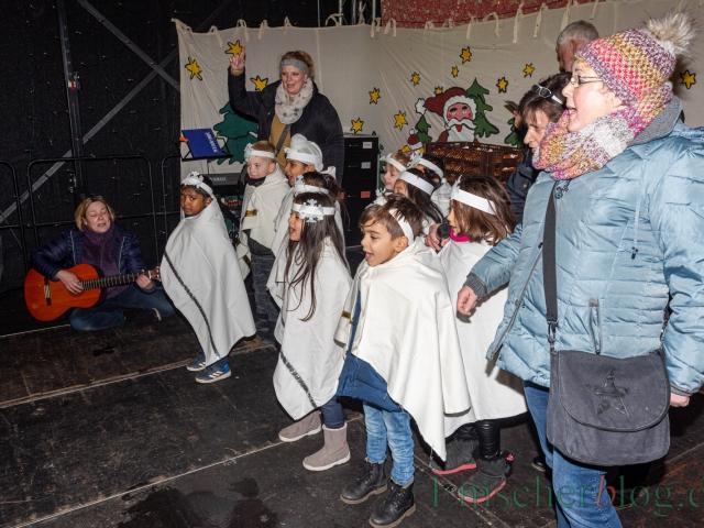 Der 33. Holzwickeder Weihnachtsmarkt ist eröffnet und lädt bis einschließlich Sonntag (1. Dezember) zum Bummeln ein. (Foto: P. Gräber - Emscherblog.de)