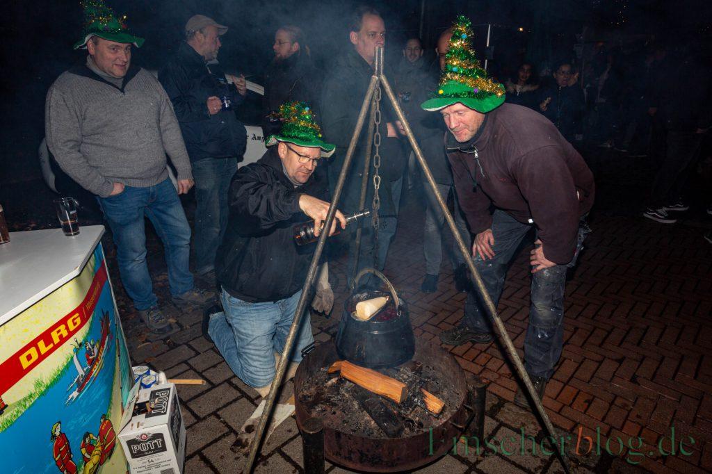 """Da der Weihnachtsmarkt in diesem Jahr ausfällt, bietet die Gemeinde einen virtuellen """"Weihnachtsmarkt"""" an: Die Feuerzangenbowle der DLRG dürfte es darauf vermutlich nicht geben. (Foto: P. Gräber - Emscherblog)"""