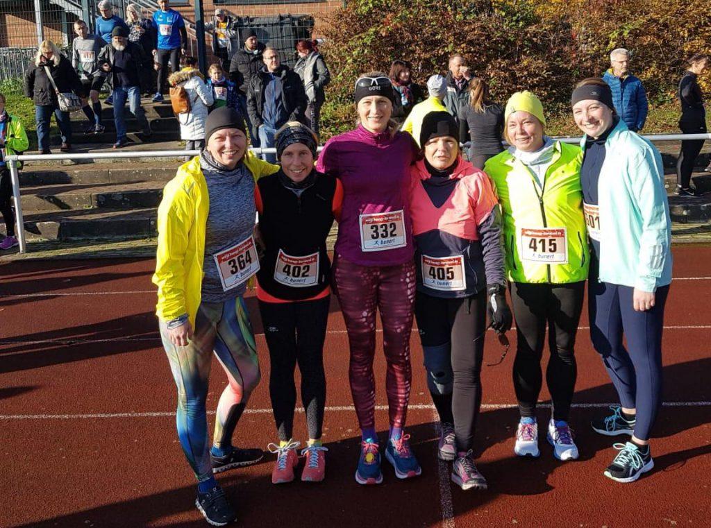 Lena, Lara, Dagmar, Stephanie und Nadine  mit ihrer Trainerin Iryna Detering nach der Barbara-Runde in Oberaden. (Foto: privat)