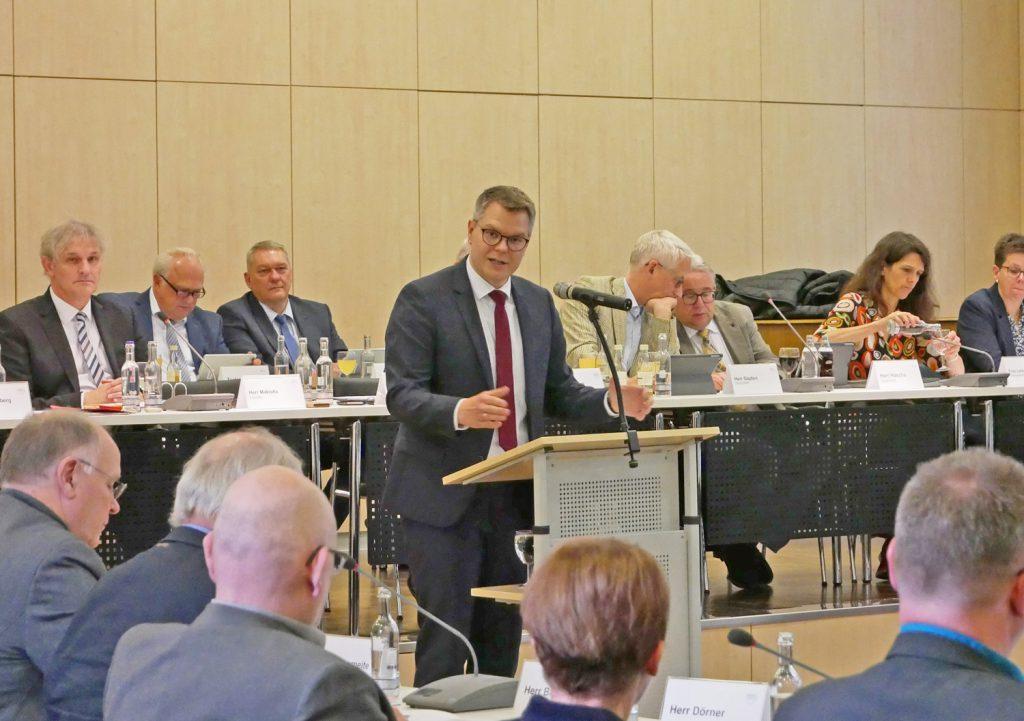 Kreisdirektor und Kämmerer Janke hat den Haushaltsplanentwurf für 2019 eingebracht. (Foto: Fabiana Regino – Kreis Unna)
