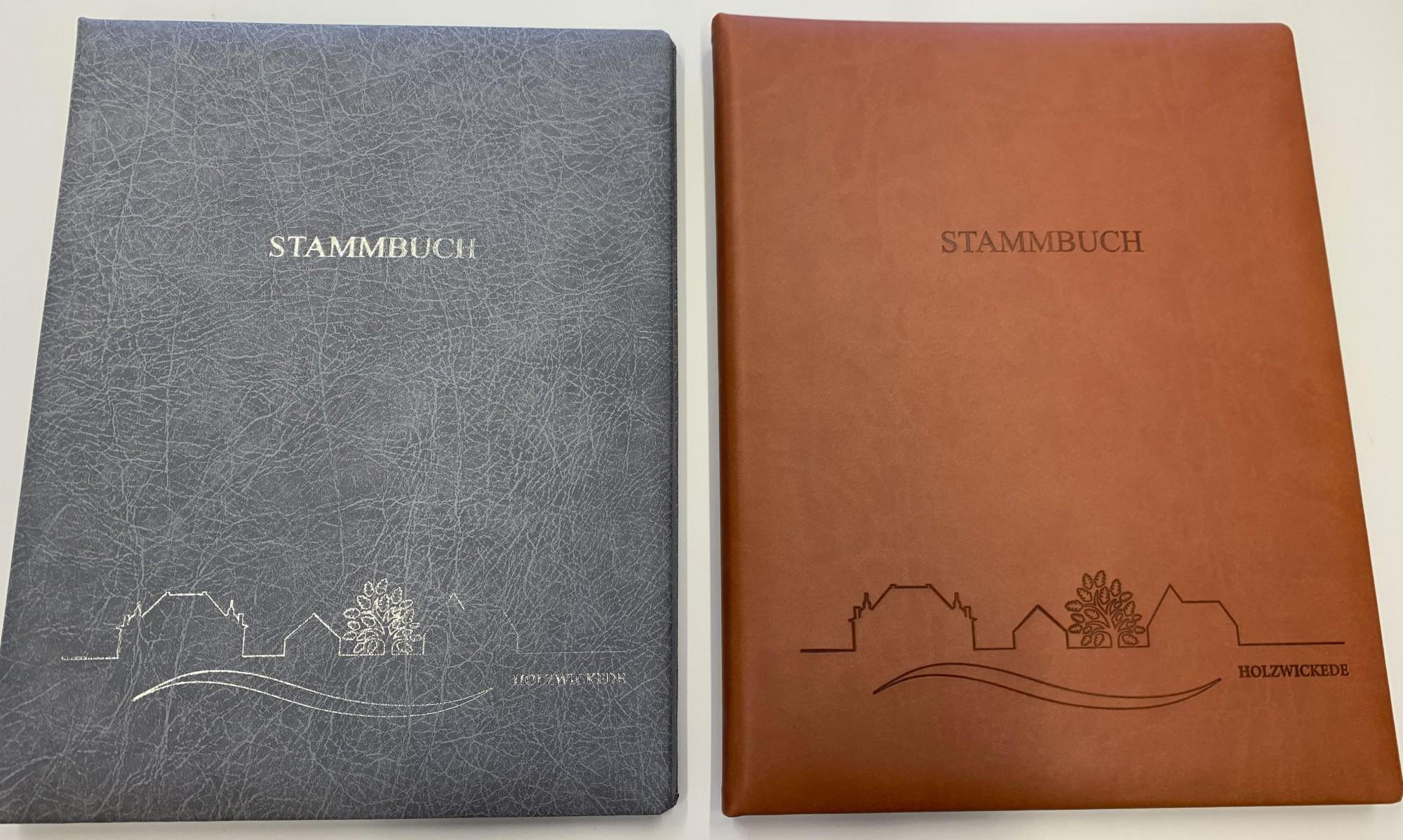 Die neuen Stammbücher sind jetzt auch mit einer Skyline der Gemeinde Holzwickede und in zwei Farben erhältlich. (Foto: Gemeinde Holzwickede)
