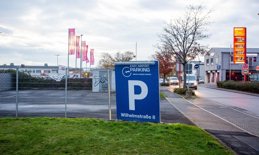 """Wenn man auswärtige """"Flughafenparker"""" an der Wilhelmstraße vermeiden will, sind solche Schilder allerdings eher missverständlich und kontraproduktiv. (Foto: P. Gräber - Emscherblog.de)"""
