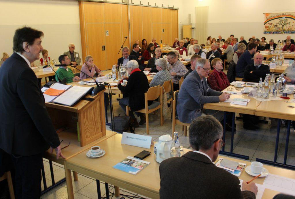 Superintendent Hans-Martin Böcker (l.) leitete letztmals eine reguläre Tagung der Kreissynode Unna. (Foto: Kirchenkreis Unna)