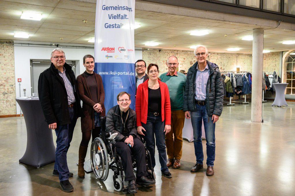 ürgermeister Dimitrios Axourgos (4.v.l.) begrüßt das Projektteam in Schwerte, mit dabei AWO-Geschäftsführer Rainer Goepfert (r.). (Foto: AWO RLE)